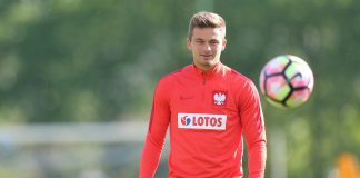 Drużyna z Premier League wyraziła chęć pozyskania Polaka. Słynny klub poszukuje następcy dla Walijczyka Aarona Ramseya, któremu kończy się kontrakt.