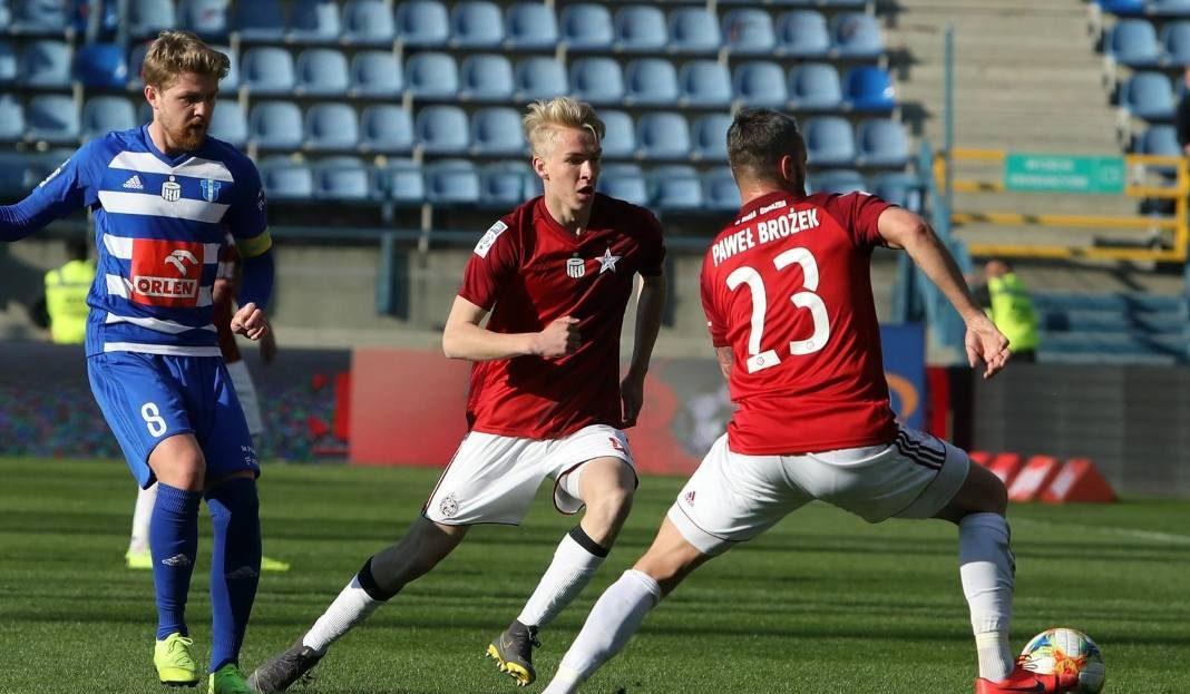 Zainteresowanie piłkarzem wyraził również AC Milan oraz Napoli. Młody zawodnik najprawdopodobniej przeniesie się jednak do Juventusu.